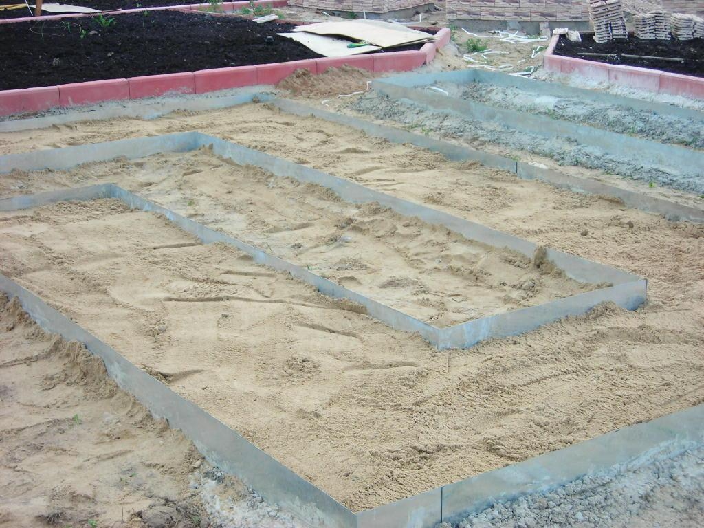 Как сделать бордюр из бетона для дорожек своими руками